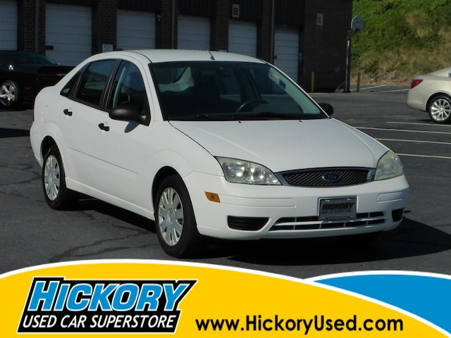 Pre-Owned 2005 Ford Focus ZX4 SE
